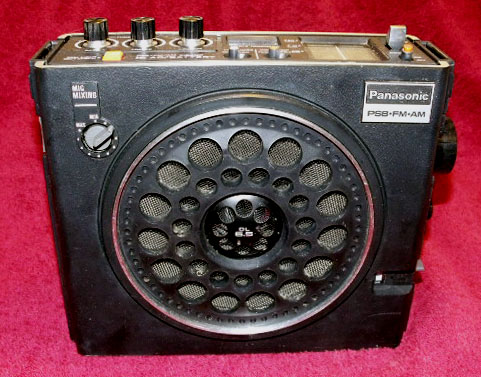 Panasonic RF-888 PSB-AM-FM Radio - Front